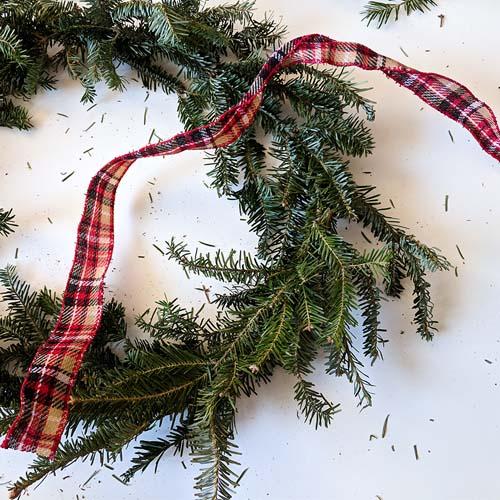 DIY Christmas wreath finishing touch