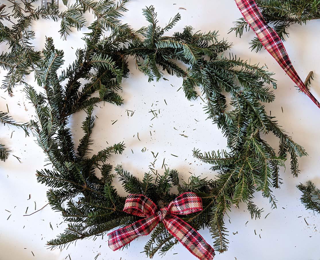 DIY Christmas wreath finished